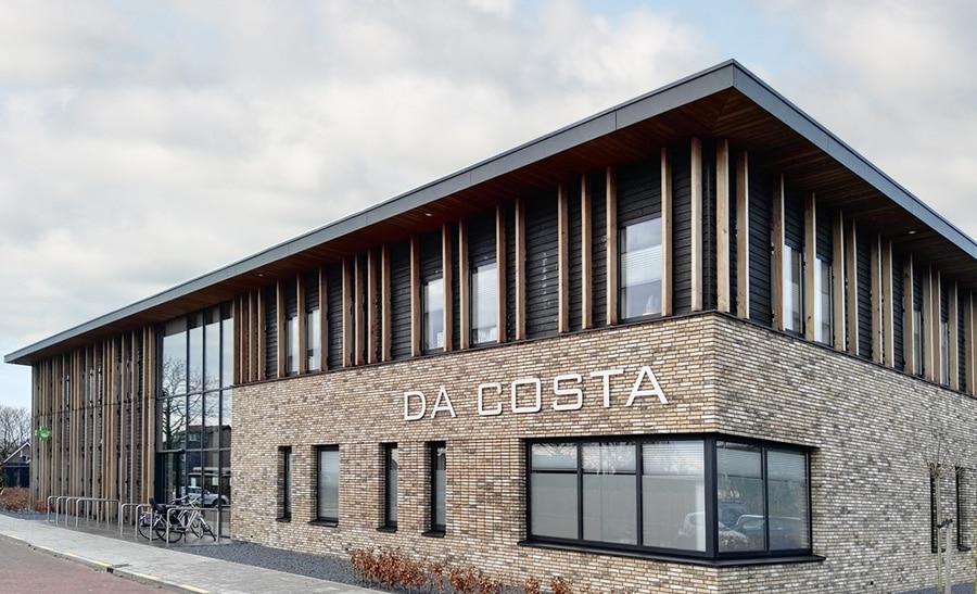 Zorgcentrum Da Costa met duurzame Isofinish gevel-biologisch verduurzaamd hout
